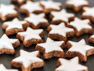 Коледни дребни маслени сладки / бисквити с пудра захар, пшеничено нишесте и краве масло
